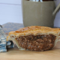 Minced beef pie